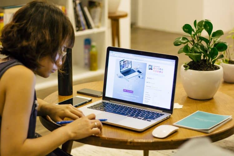girl at computer. read Japanese blogs and social media accounts to create an immersion environment!